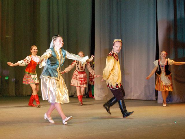 Молодежные татарские костюмы для юношей
